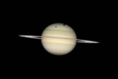 Четыре спутника Сатурна на фоне планеты, 2009