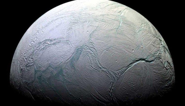 Энцелад фото