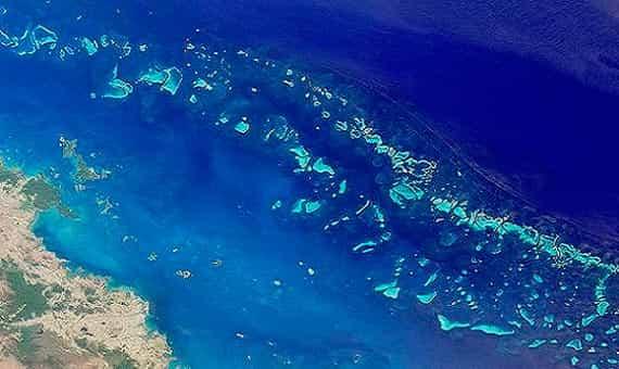 Большой барьерный риф вид из космоса