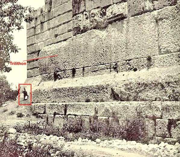 Камни фундамента в Баальбеке
