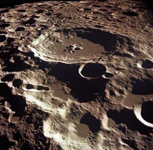 Кратер Дедал. Один из крупнейших лунных кратеров