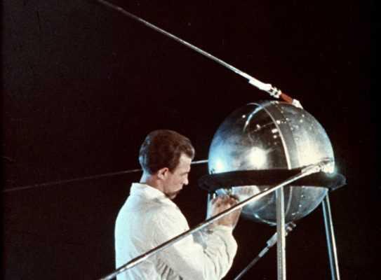 первый спутник СССР