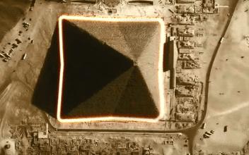Великая пирамида Хеопса восемь граней