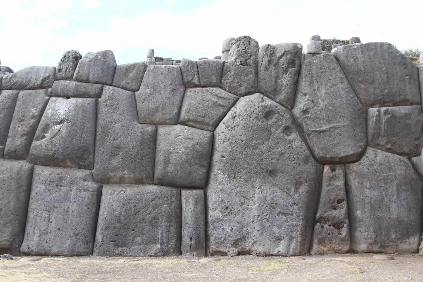 странные камни в Перу