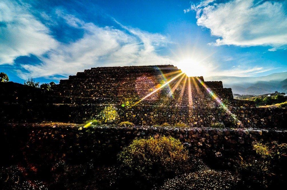 пирамиды Тенерифе и Солнце